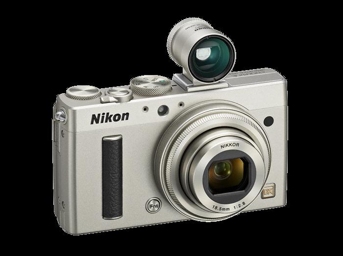 La Nikon Coolpix A, con il mirino ottico opzionale, fotografata di tre quarti