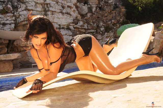 Denise-Milani-Action-hot-and-sexy-photoshoot-HD-picture