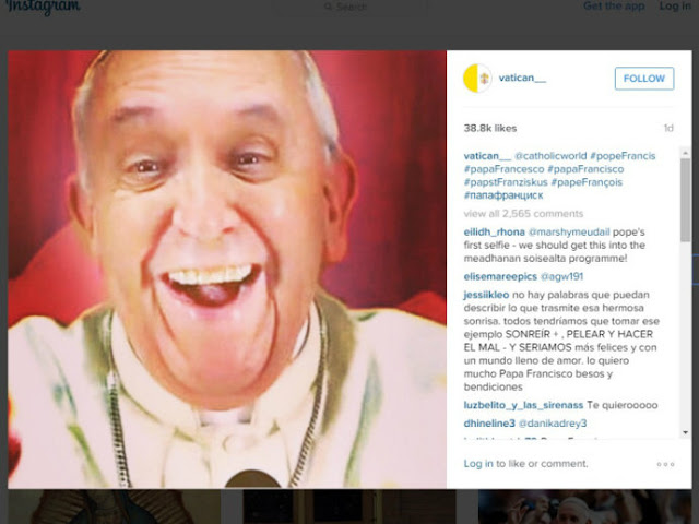 Primeiro selfie do Papa Francisco - Foto: captura de tela @Vatican__