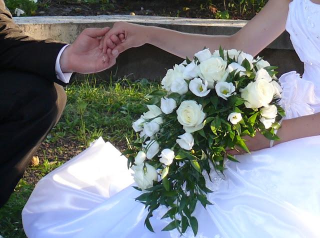 buchet mireasa flori albe