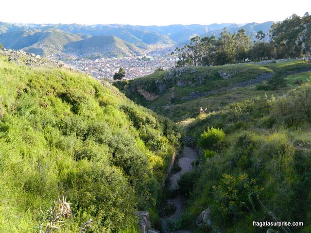 A cidade de Cusco vista do sítio arqueológico de Q'enqo