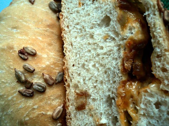 Pan de queso, aceitunas y cebolla receta casera