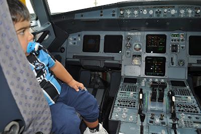 viagens de avião com crianças