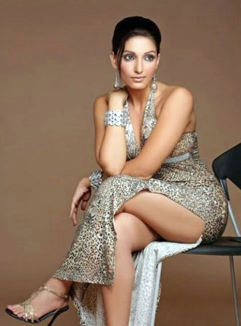 Actress Up Skirt 81