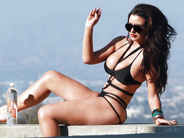Abigail-Ratchford-Water-Photoshoot-top-and-hot-image