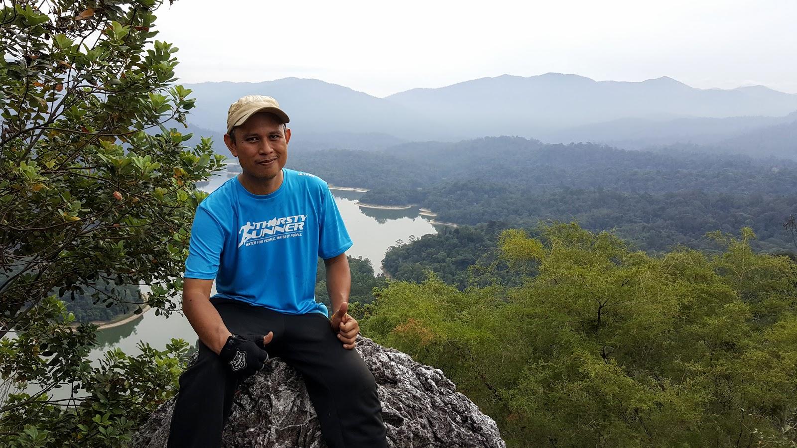 Di puncak Bukit Tabur
