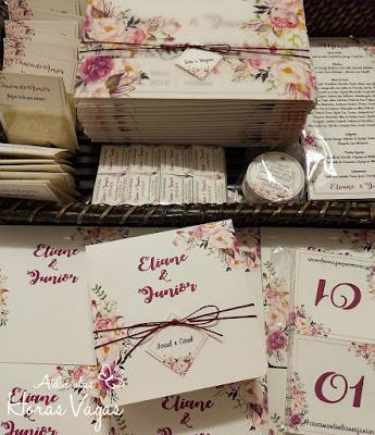convite de casamento artesanal personalizado estampa floral aquarelado boho chic vermelho marsala menu lista de presentes chuva de arroz placa de mesa tag de agradecimento identidade visual