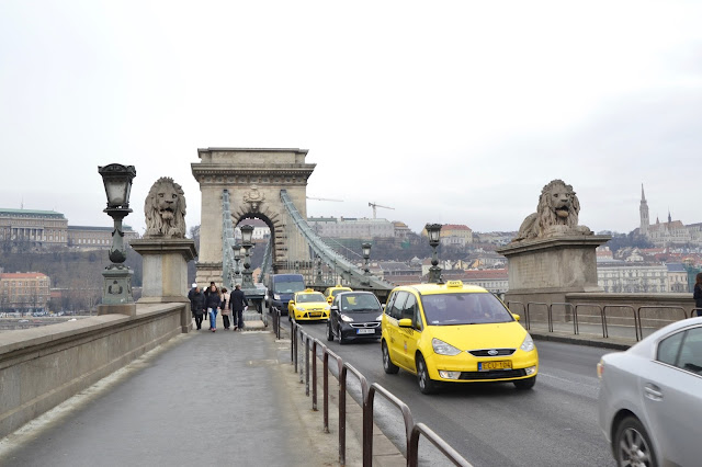 puente-cadenas-budapest-taxi