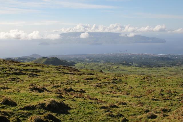 Vista dal monte Pico su Madalena e isola di Faial