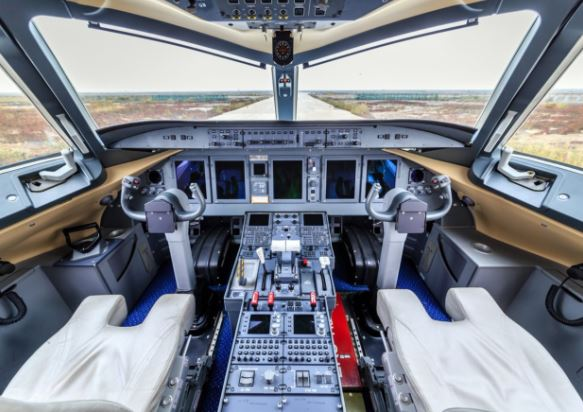 Comac ARJ21 cockpit
