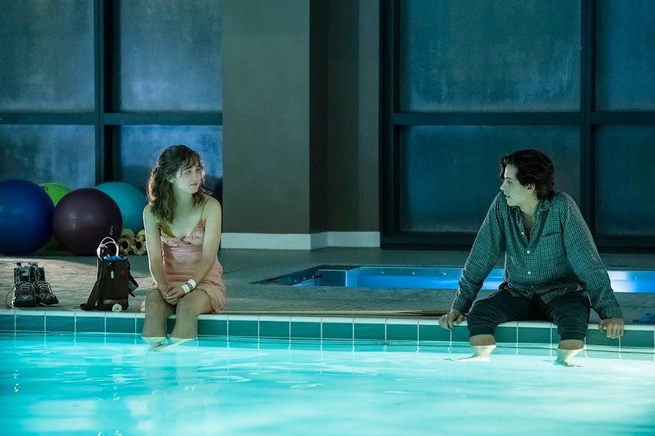 """Drama romântico """"A Cinco Passos de Você"""" ganha novo trailer"""