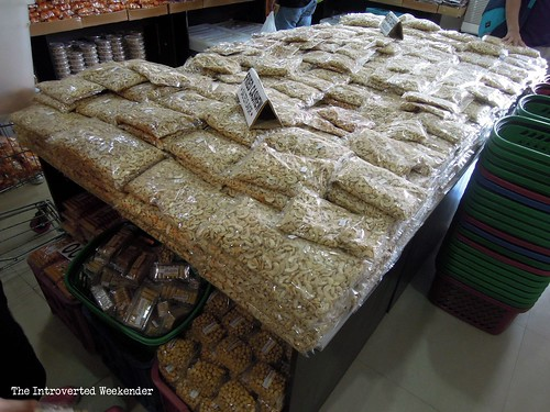 Puerto Princesa Travel Guide: cashew nuts at MCA Market Mall