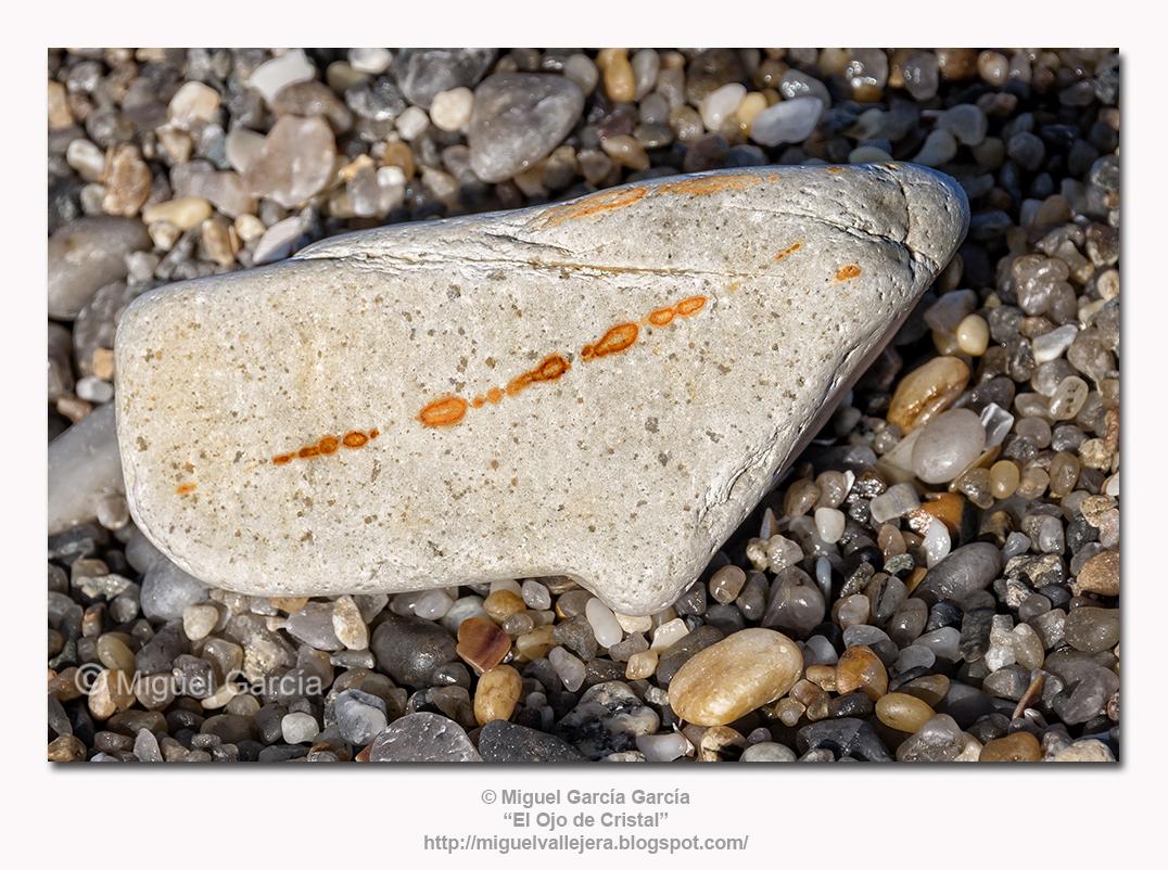 Una piedra en el camino al óxido férrico.