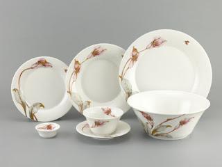 Gốm sứ Bát Tràng là địa chỉ cung cấp nhiều mẫu đĩa sứ men trắng in logo đẹp, ấn tượng, chất lượng đảm bảo
