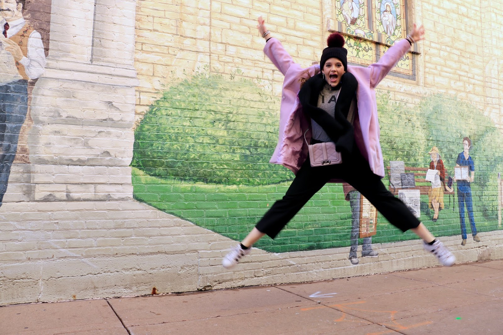 Nyc fashion blogger Kathleen Harper's cute action pic idea