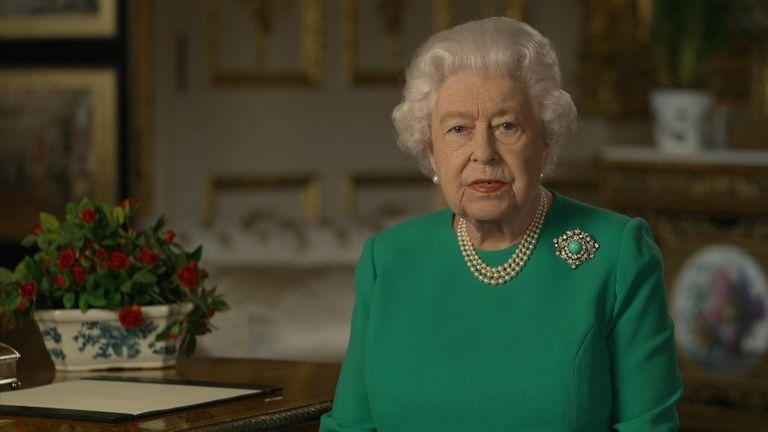 La reina Isabel II le pidió a los británicos que estén