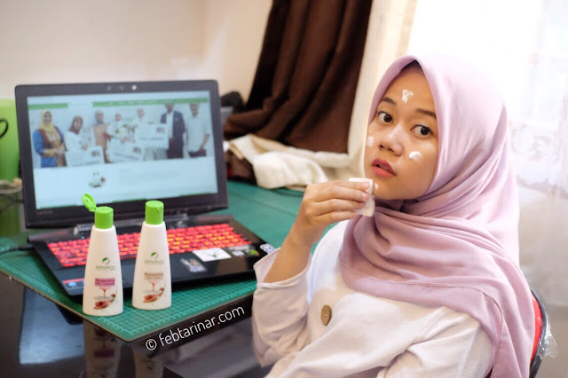 aishaderm moisturizing milk cleanser and facial wash, rara febtarina as Indonesian Lifestyle Blogger