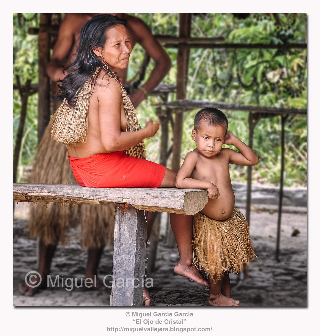Los Yaguas. Madre con su hijo.