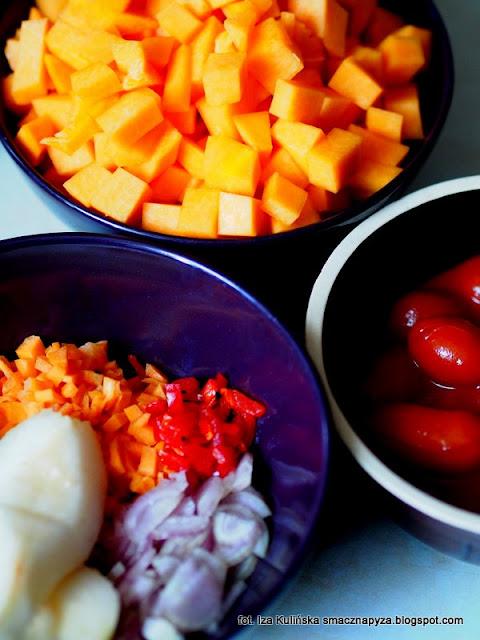 zupa krem z dyni i pomidorow, kremowa zupa dyniowo pomidorowa, krem dyniowo pomidorowy, krem z dyni, zupa krem warzywny, kremowa zupa jarzynowa, dynia z pomidorami