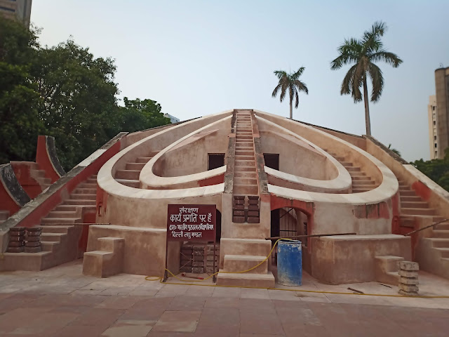 Symmetrical heart-shaped astronomical instrument with stairs leading up either side at Jantar Mantar, Delhi