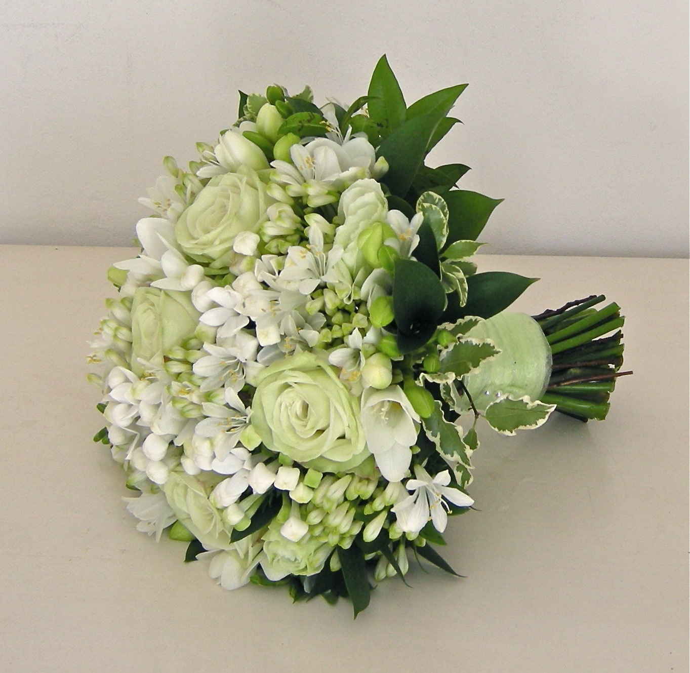 Wedding White Roses: Wedding Flowers Blog: Alison's Pale Green And White