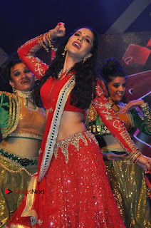 Bollywood Actress Model Sunny Leone Dance Performance in Red Half Saree at Rogue Audio Launch 13 March 2017  0174.jpg