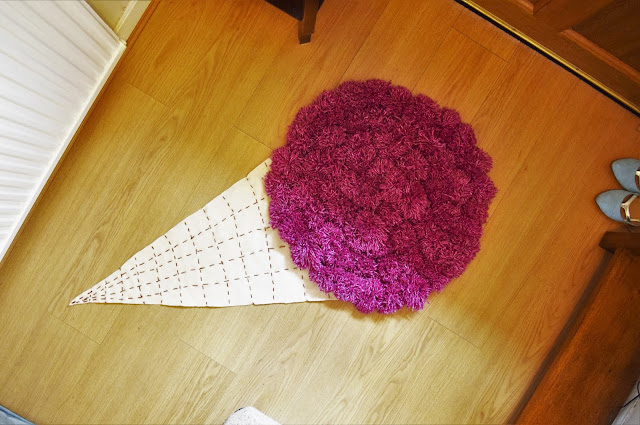ice-cream pompom rug tutorial
