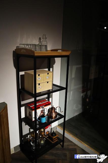 IMG 4555 - 熱血採訪│凱度高空咖啡館,隱藏在高樓大廈裡的夜景咖啡,百元有找,談生意、約會好地方