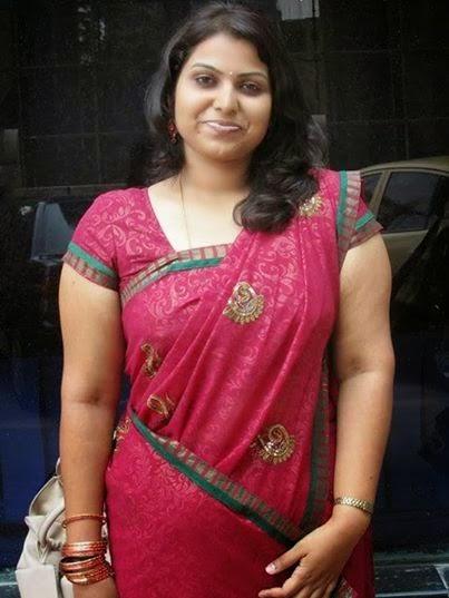 Desi Aunty Showing Belly-7169