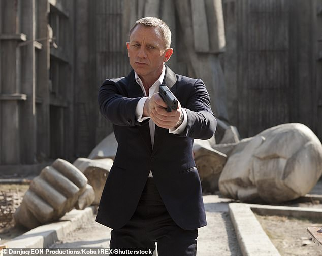 Daniel Craig is reportedly demanding a vast team of aides while filming new James Bond movie