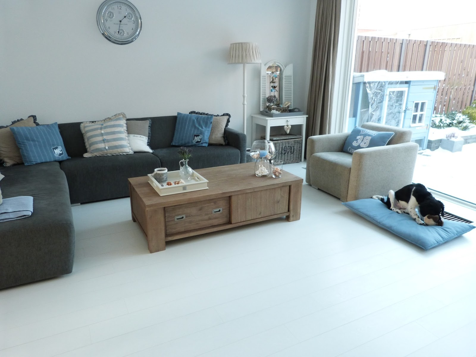 Blauw Grijze Hoekbank.Kussens Op Grijze Bank Charly 39s Style Of Life Finally A New Couch