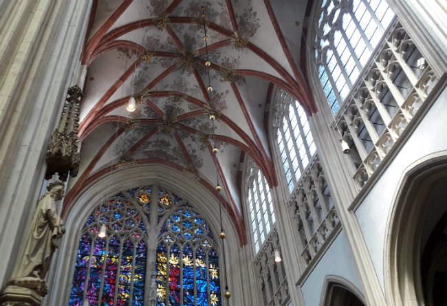 Sint Jans Kathedraal, Den Bosch | Happy in Red