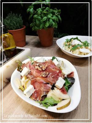 salade mesclun, jambon cru, fromage, poires et noix