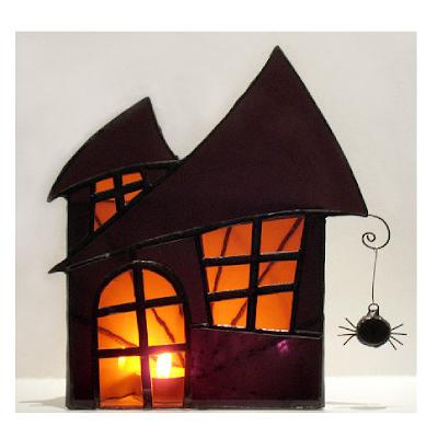 Ce bougeoir Halloween est fabriqué avec des vitraux.