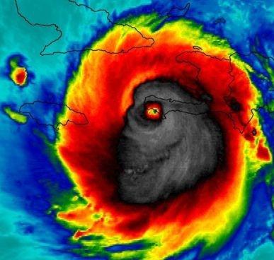 """Una  """"terrorífica"""" imagen del huracán Matthew tomada desde el espacio que se volvió viral"""