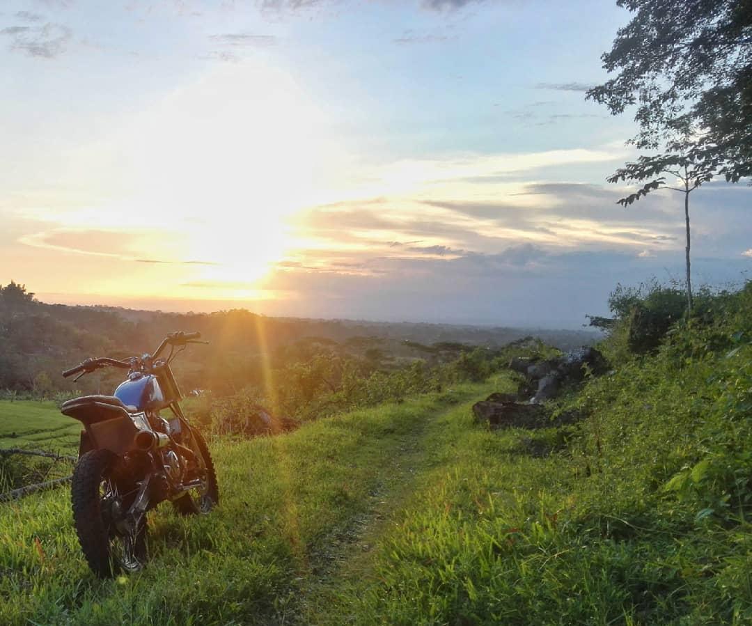 Riding Jelajah Gunung Naik Motor Custom