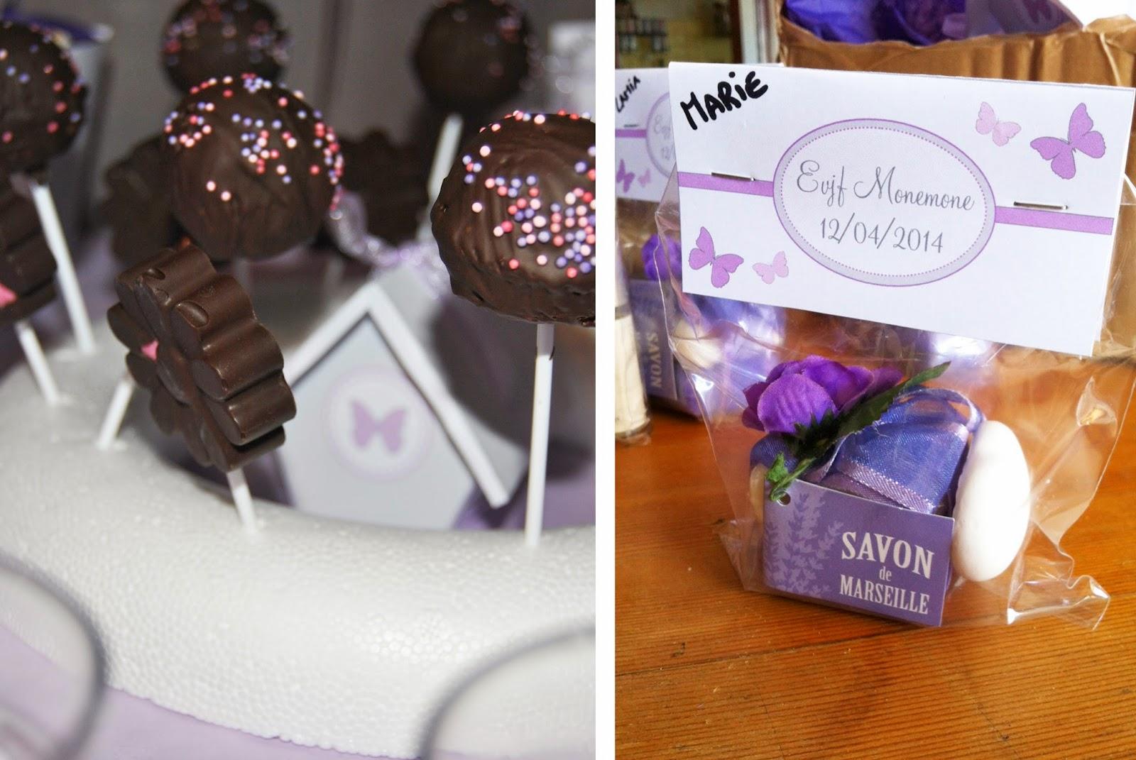 sucettes au chocolat et sachet de petits presents dans le theme papillon