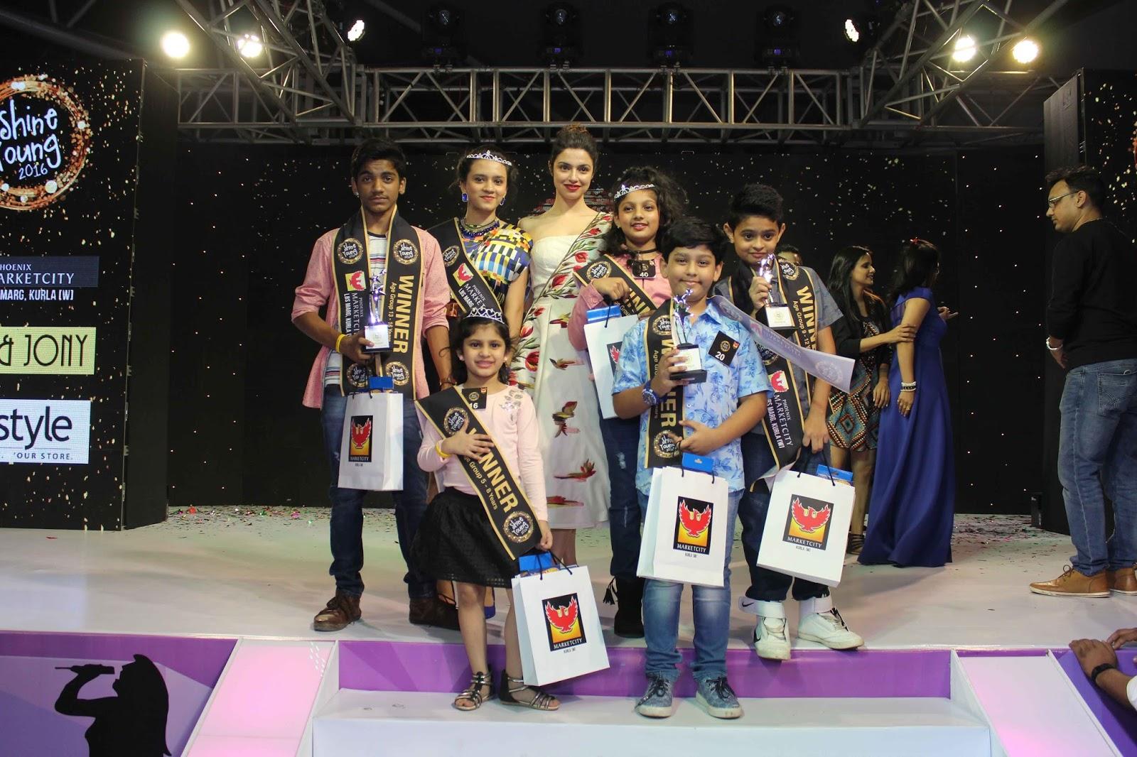 Divya Khosla Kumar with Finalist,