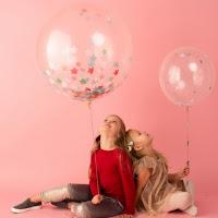 ballons geants confettis etoiles love & confetti