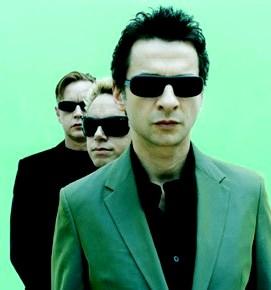 Foto de integrantes de Depeche Mode posando en fila
