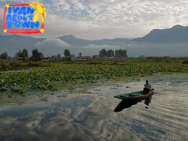Srinagar houseboat accommodation Dal Lake
