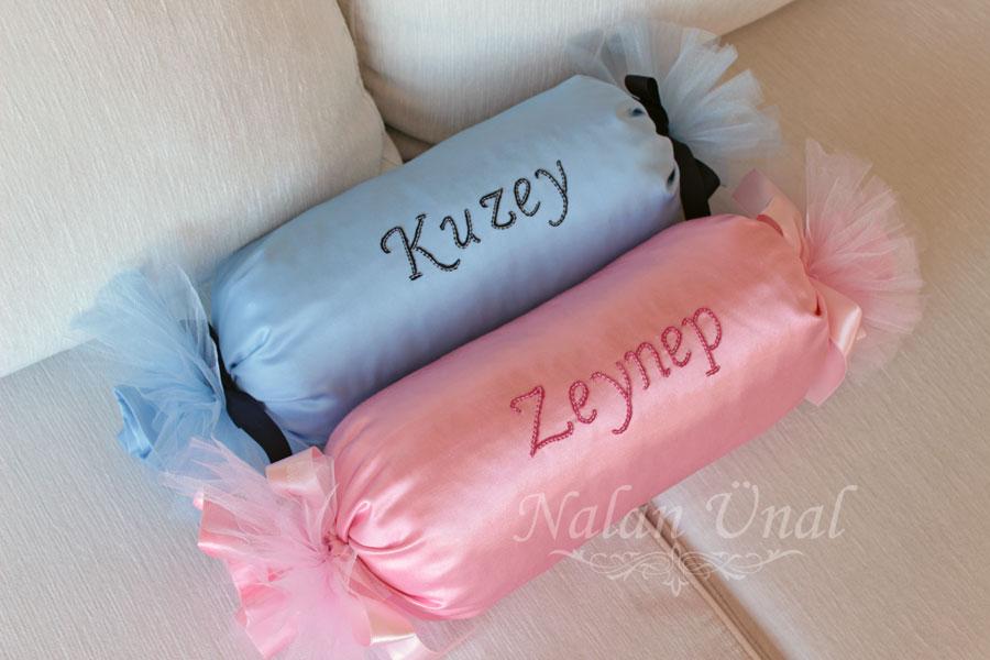 pembe mavi isim işlemeli altın takı yastığı