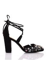 http://www.modress.com/chaussures-femme/escarpins/sandales-a-talons-noires-a-broderies.html