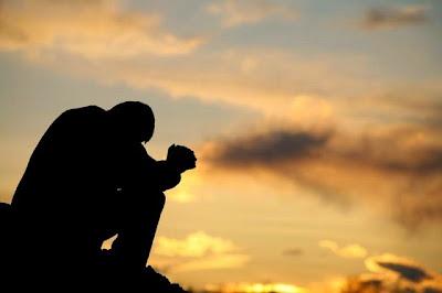 Resultado de imagem para um homem orando