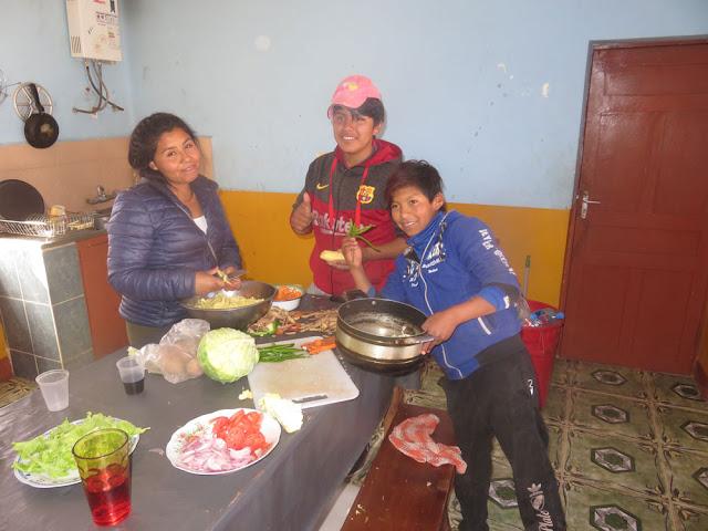 nach der Arbeit kochen wir dann im Pfarrhaus zu Mittag