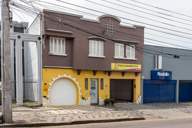 Sobrado na Rua Inácio Lustosa com ornamentos de ferro na fachada