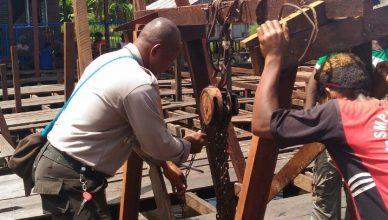 Polisi Bantu Renovasi Obhe Kampung Yoboy