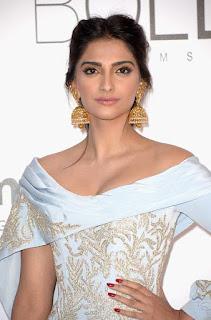 Sonam Kapoor Bollywood Actress Biography, Hot Boobs Photos