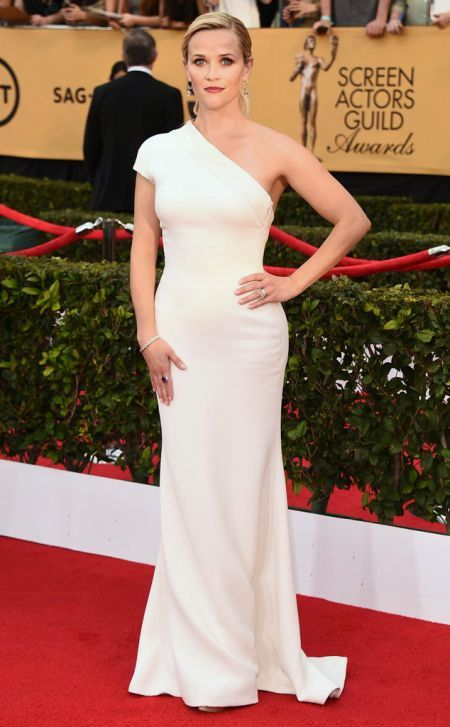 Reese Witherspoon in a white Armani dress at the SAG Awards 2015
