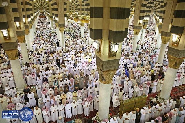صلاة التراويح في شهر رمضان واول اصلاة للتراويح في رمضان 2017 بالمسجد النبوي الشريف صور صلاة التراويح في المسجد النبوي 2017 او يوم في رمضان صلاة التراويح 2017.